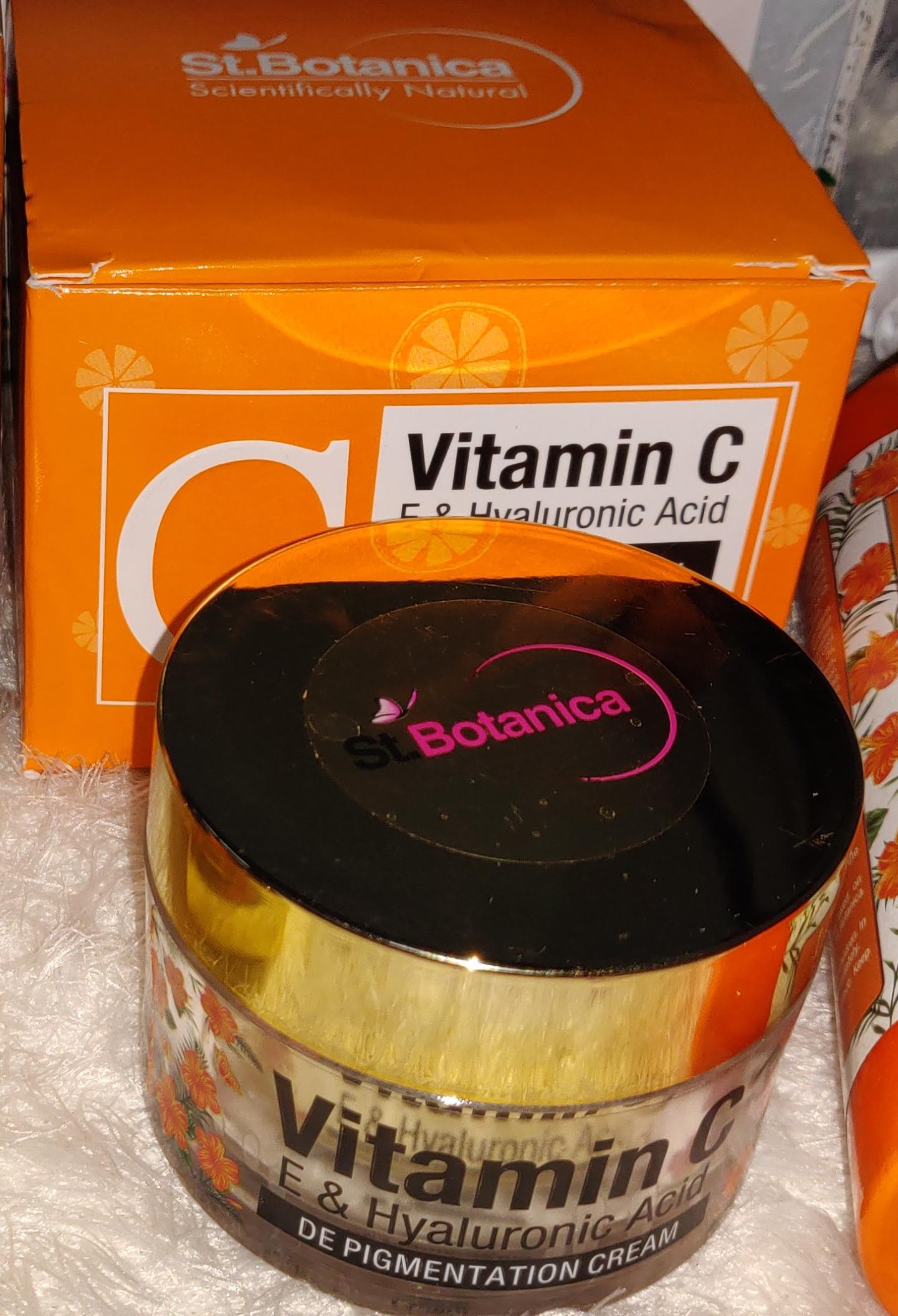 StBotanica Pure Radiance Under Eye Cream-Such an effective under eye cream-By sakshiaggarwal