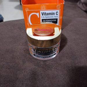 St.Botanica Vitamin C, E & Hyaluronic Acid DePigmentation Cream pic 2-The perfect cream-By shwetasandhu