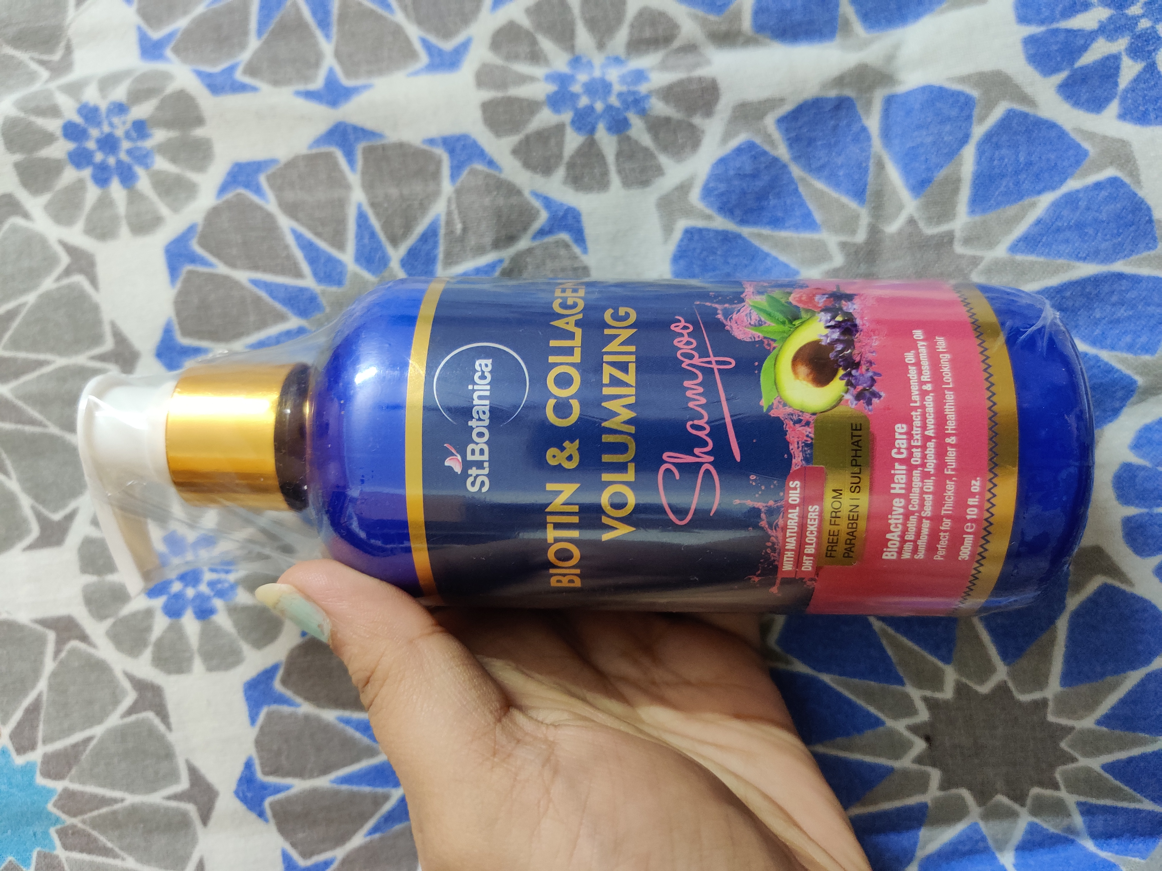 St.Botanica Biotin & Collagen Volumizing Hair Shampoo-Silky, gives strength and volume to your hair.-By pooja16