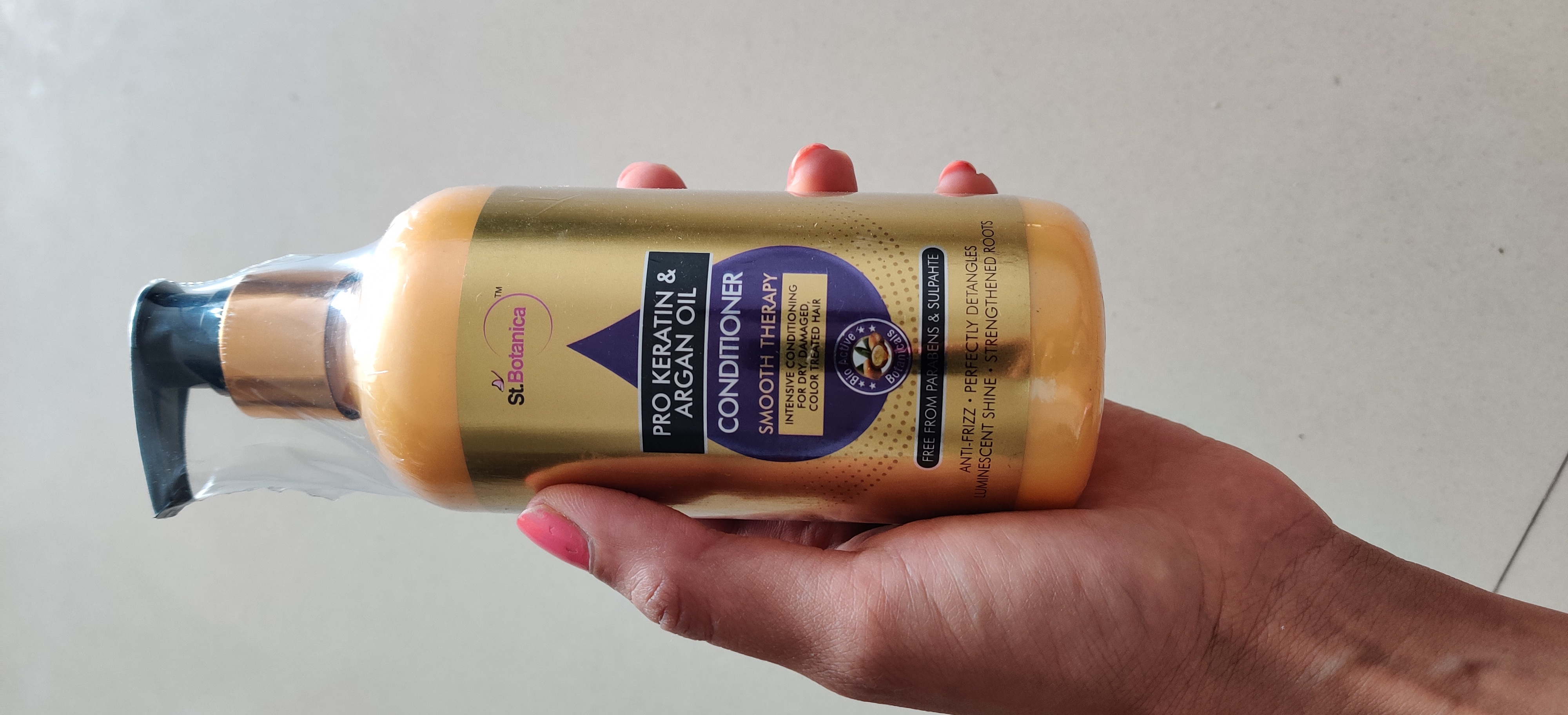 StBotanica Pro Keratin & Argan Oil Conditioner -Good for untamed hairs-By meghanka_parihar
