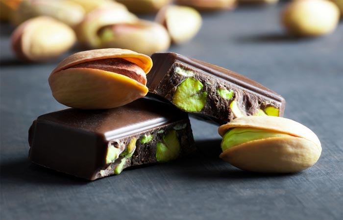 broken-dark-pistachio-chocolate-on