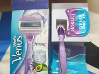 Gillette Venus Breeze Razor pic 1-Painless hair removal razor-By ishasach9