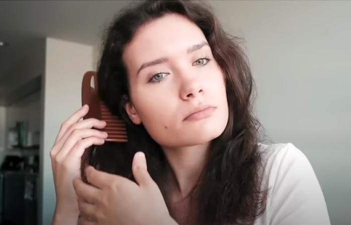 Detangle your hair with a wide-toothed comb-1
