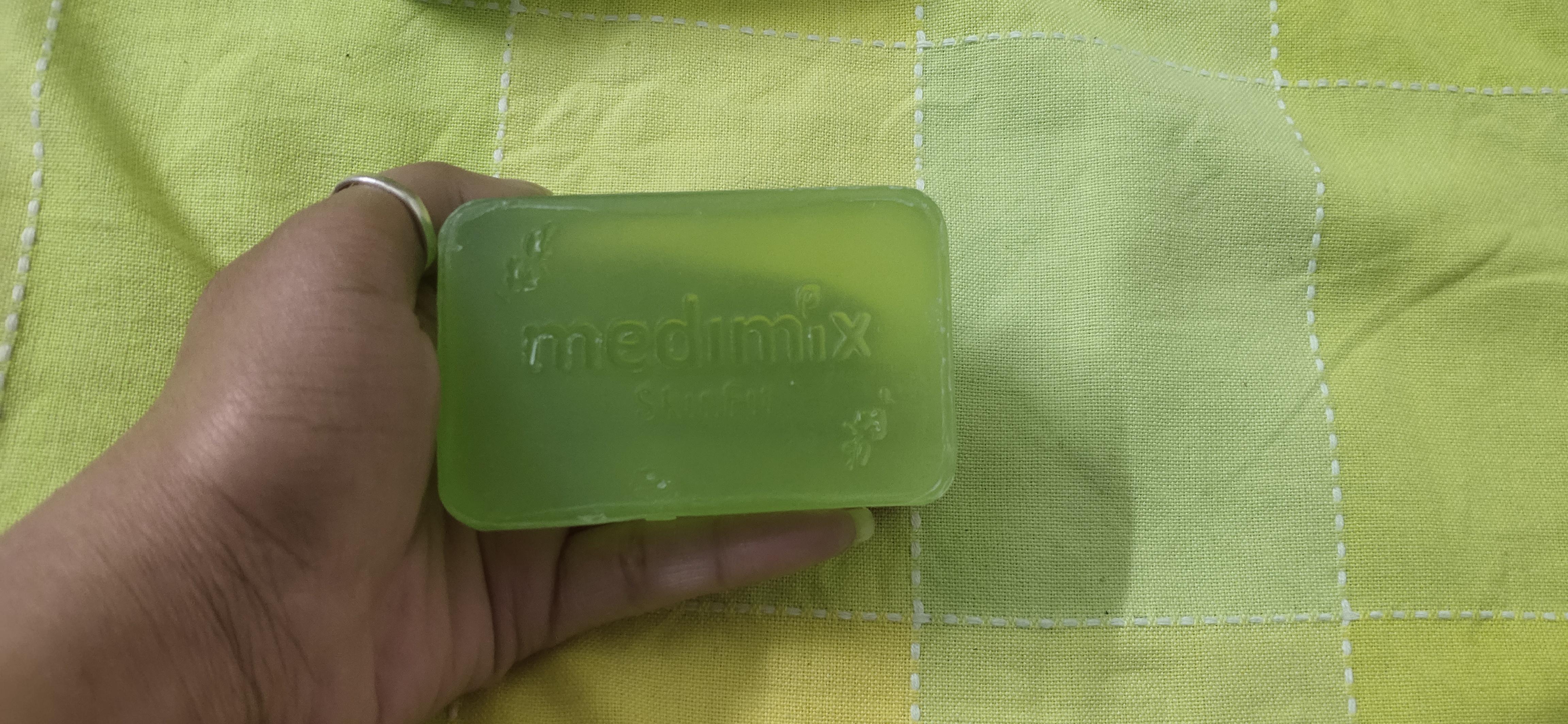 Medimix Ayurvedic Natural Glycerine soap with Lakshadi Oil pic 2-Super effective-By srishti10