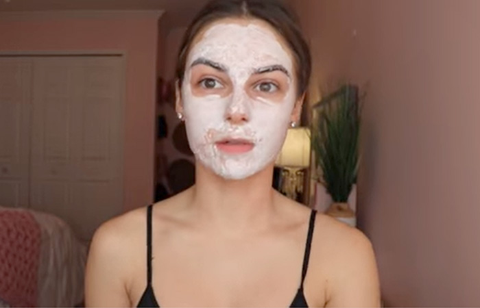 Apply The Face Mask