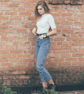 11 Best Mom Jeans Of 2021 For The Fashionista In You