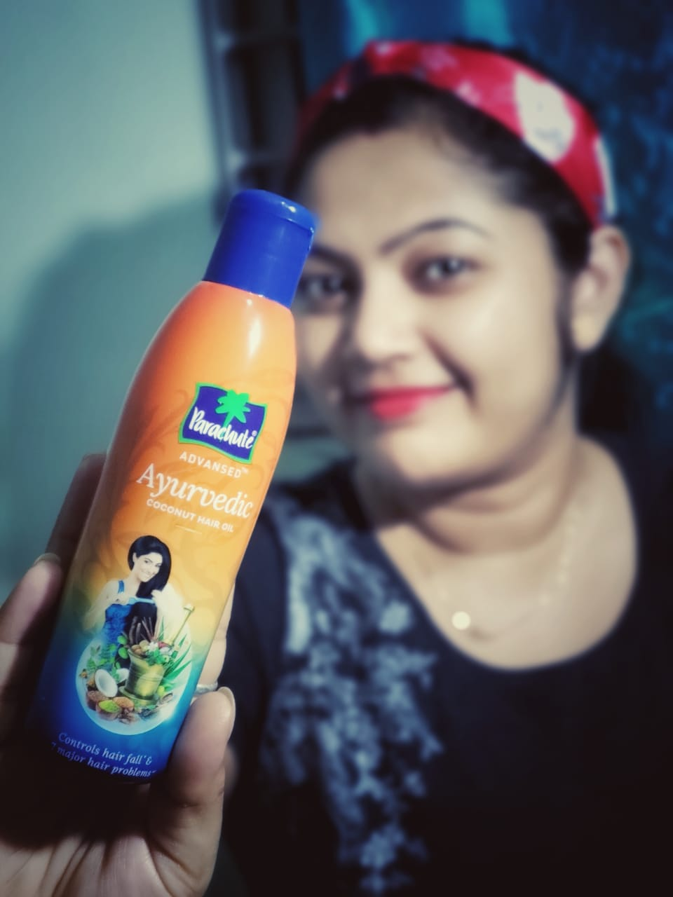Parachute Advansed Ayurvedic Coconut Hair Oil pic 1-Nice hair oil…-By indian_girl_pinki