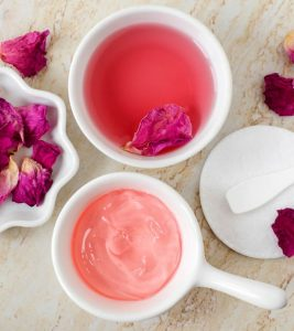 Benefits of Rose Water for Hair in Hindi