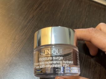 Clinique Moisture Surge 72-Hour Auto-Replenishing Hydrator pic 2-Close Eyes and buy it-By swathirampur