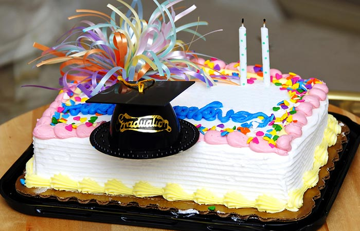 Vanilla Cake With Graduation Cap