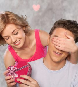 Does She Love Me? 21 Signs You Should Notice