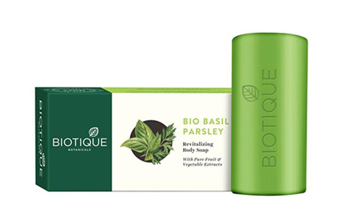 Best Natural Ingredients Biotique Botanicals Bio Basil & Parsley Revitalizing Body Soap