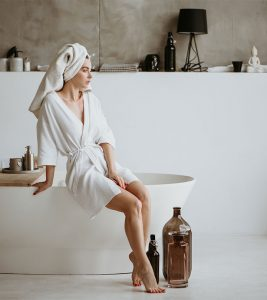 10 Best Luxury Bathrobes For Women Available In 2021